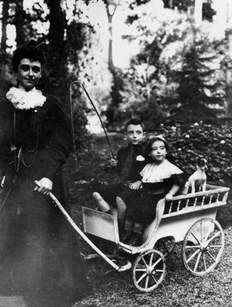 Louis Renault, sa mère et sa soeur