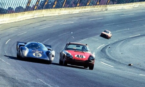 Racing on the high banks - Daytona 1969