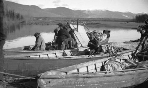 L'expédition utilise des canoës