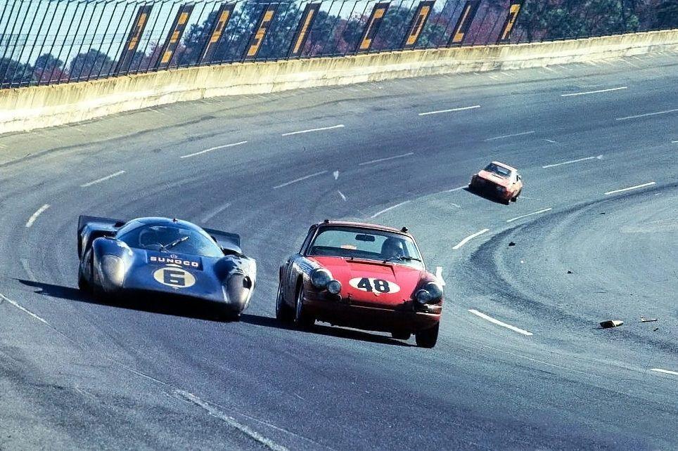 Racing on the high banks - Daytona 1969