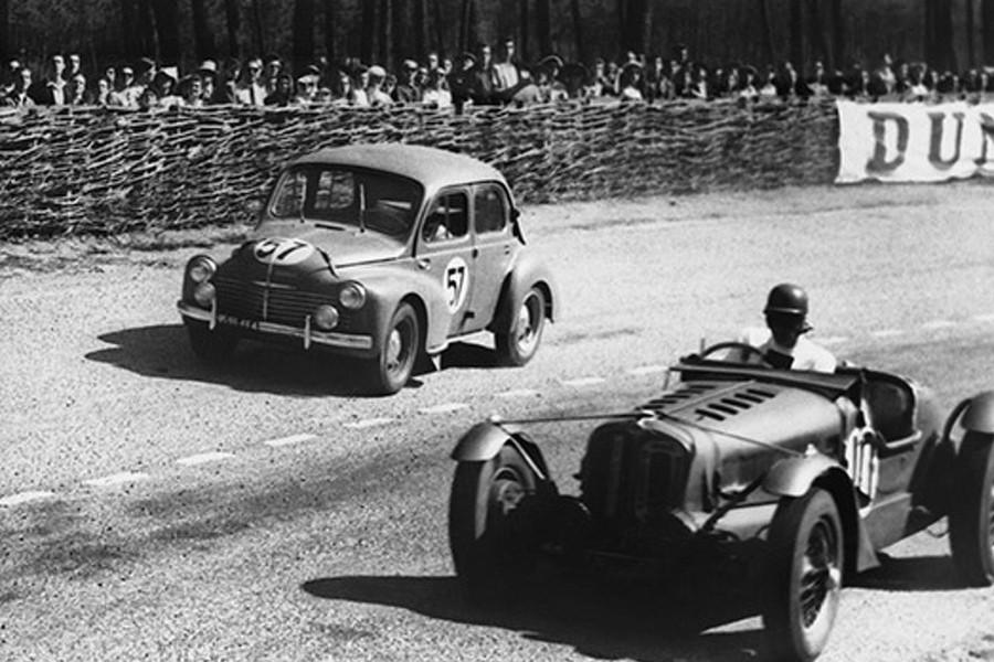 Renault 4CV au Mans