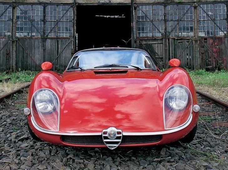 Alfa Romeo Tipo 33 -  Stradale