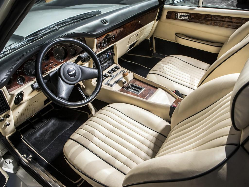Aston Martin V8 Vantage -  Volante X-Pack