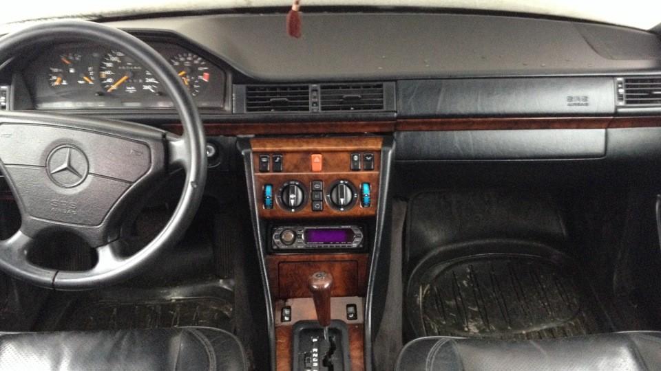 Mercedes-Benz W124 -  E-Class E 320  (220 Hp)