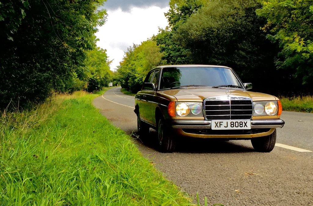 Mercedes-Benz W123 -  230 E