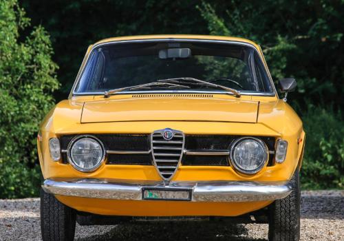 Alfa Romeo Giulia GT -  1300 Junior