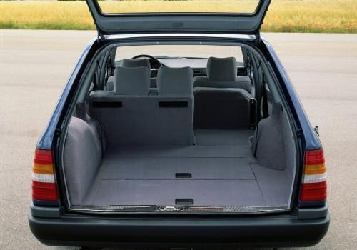 Mercedes-Benz W124 -  E Class T-mod. (S124) E 300 T 4-matic  (180 Hp)