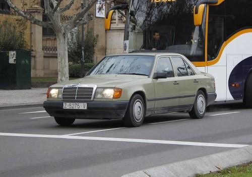 Mercedes-Benz W124 -  230 E