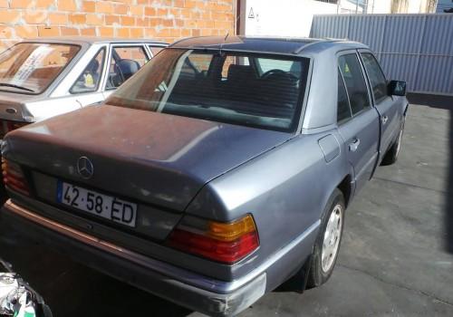 Mercedes-Benz W124 -  250 D