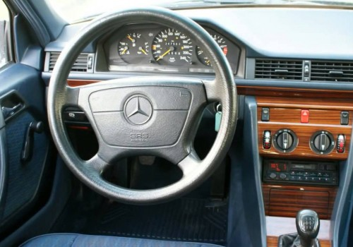 Mercedes-Benz W124 -  200 E