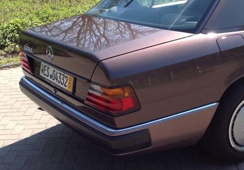 Mercedes-Benz W124 -  220 E
