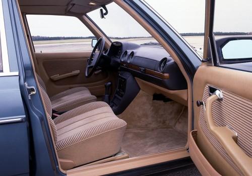 Mercedes-Benz W123 -  200 D