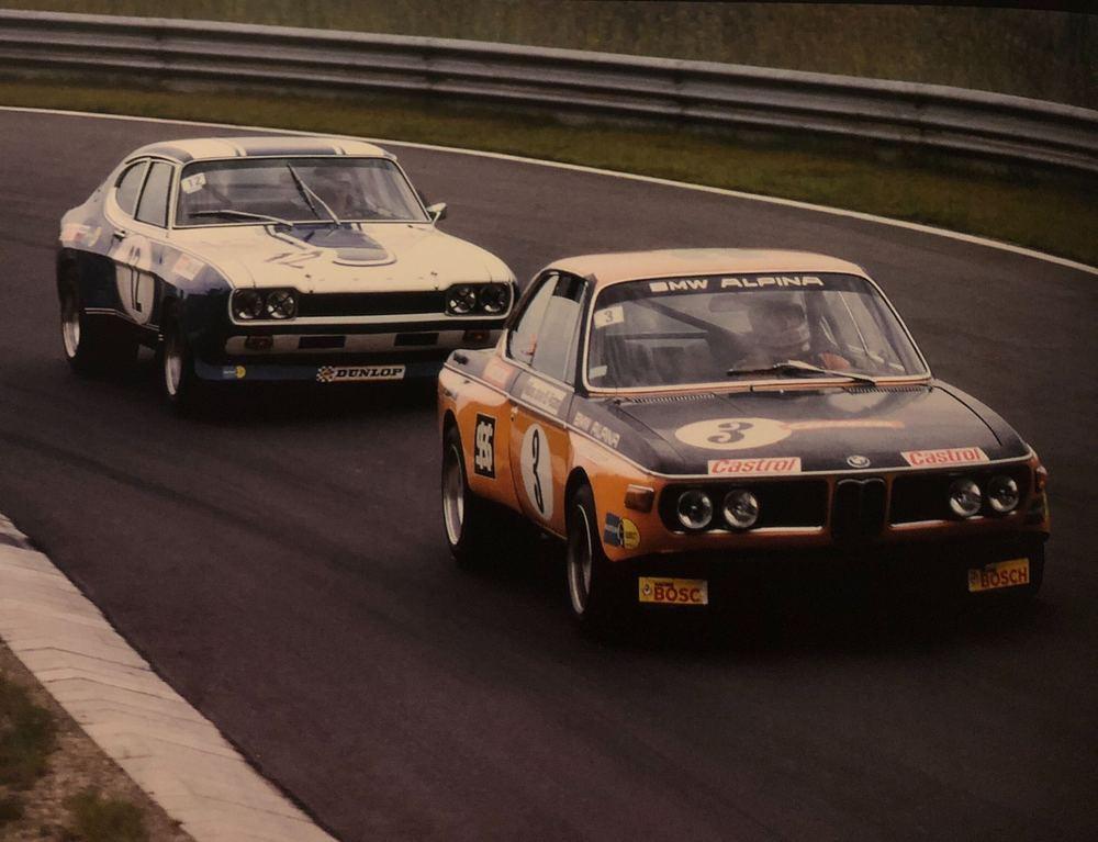 Bataille entre une BMW 2800 CS et une Ford Capri
